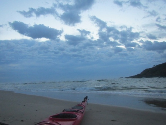 I paddle out to the mouth of Boambee Creek and very quickly realise that there heavy band of cloud on the horizon.