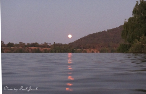 I was even doing a bit of moon chasing as well. It look superb in the morning sky, but its too hard to capture free hand while sitting in a kayak. But I'll still keep trying to get it.....maybe one day!